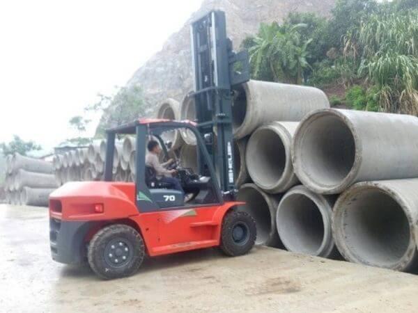 xe nâng 7 tấn bê tông