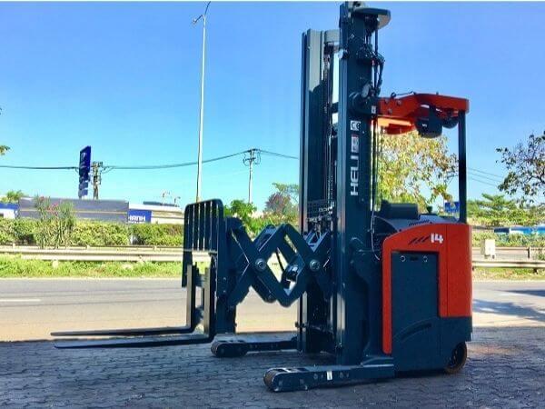 xe nâng reach truck đứng lái heli