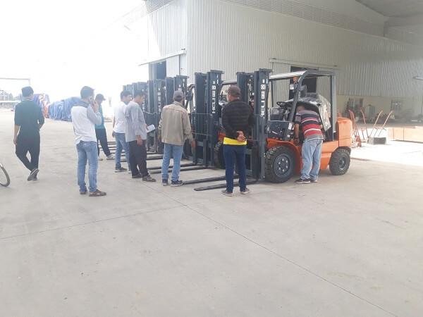 sửa chữa xe nâng cho khách hàng tại khu công nghiệp amata